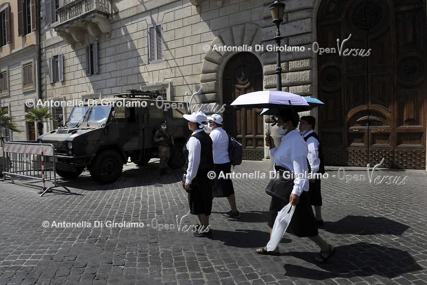 CoviTime. <br /> Roma al tempo del Coronavirus.<br /> Scene di vita quotidiana a piazza Navona.<br /> Rome at the time of the Coronavirus. <br /> Images of daily life in piazza Navona.