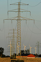 Deutschland Glueckstadt Stromleitungen und Windturbinen . | Europe Germany GER wind energy and grid