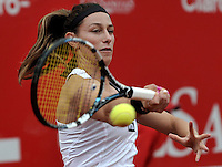BOGOTA - COLOMBIA - FEBRERO 21-02-2013: Mariana Duque de Colombia, devuelve la bola a Jelena Jankovic de Serbia, durante partido por la Copa de Tenis WTA Bogotá, febrero 19 de 2013. (Foto: VizzorImage / Luis Ramírez / Staff). Mariana Duque from Colombia, returns the ball to Jelena Jankovic from Serbia, during a match for the WTA Bogota Tennis Cup, on February 21, 2013, in Bogota, Colombia. (Photo: VizzorImage / Luis Ramirez / Staff) ....