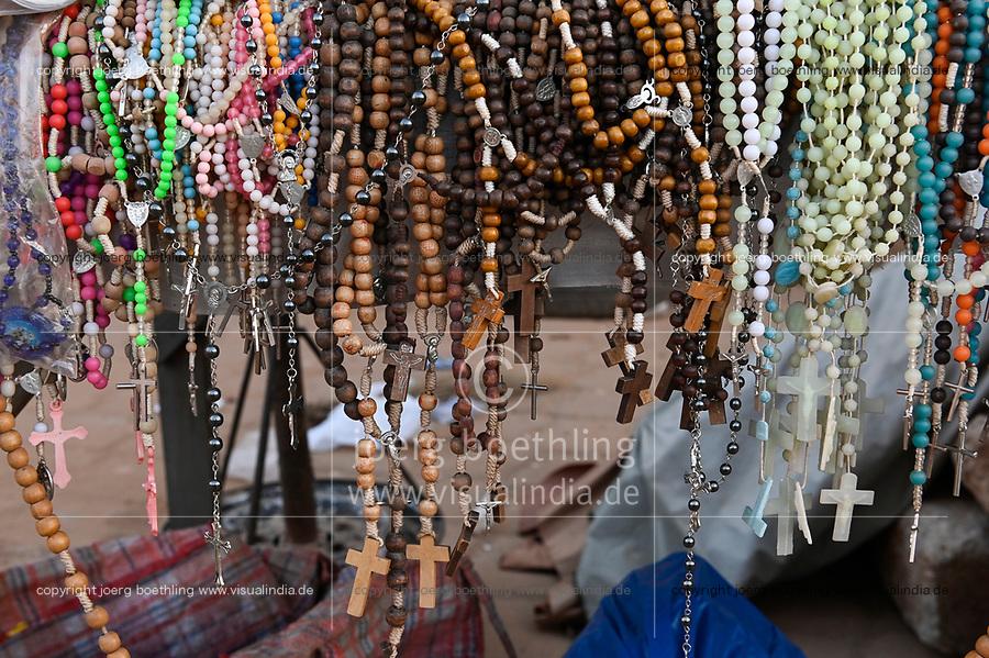 BURKINA FASO, Ouagadougou, Devotionalien Verkauf vor der Kathedrale