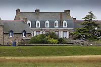 France, Ille-et-Vilaine (35), baie du Mont-Saint-Michel, classée Patrimoine Mondial de l'UNESCO, Le Vivier-sur-Mer, maison du vilalge // France, Ille et Vilaine, Bay of Mont Saint Michel, listed as World Heritage by UNESCO, Le Vivier sur Mer,