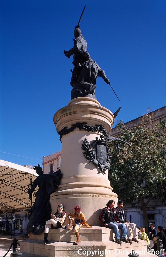 Spanien, Balearen, Ibiza, Denkmal von Joaqin Vara auf dem Passeig Vara de Rey in Eivissa