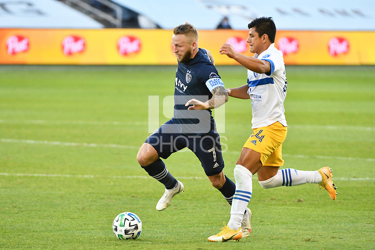Johnny Russell #7 of Sporting Kansas City with the ball