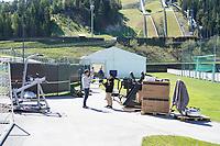 Fitnesszelt am Trainingsplatz wird aufgebaut - Seefeld 26.05.2021: Trainingslager der Deutschen Nationalmannschaft zur EM-Vorbereitung
