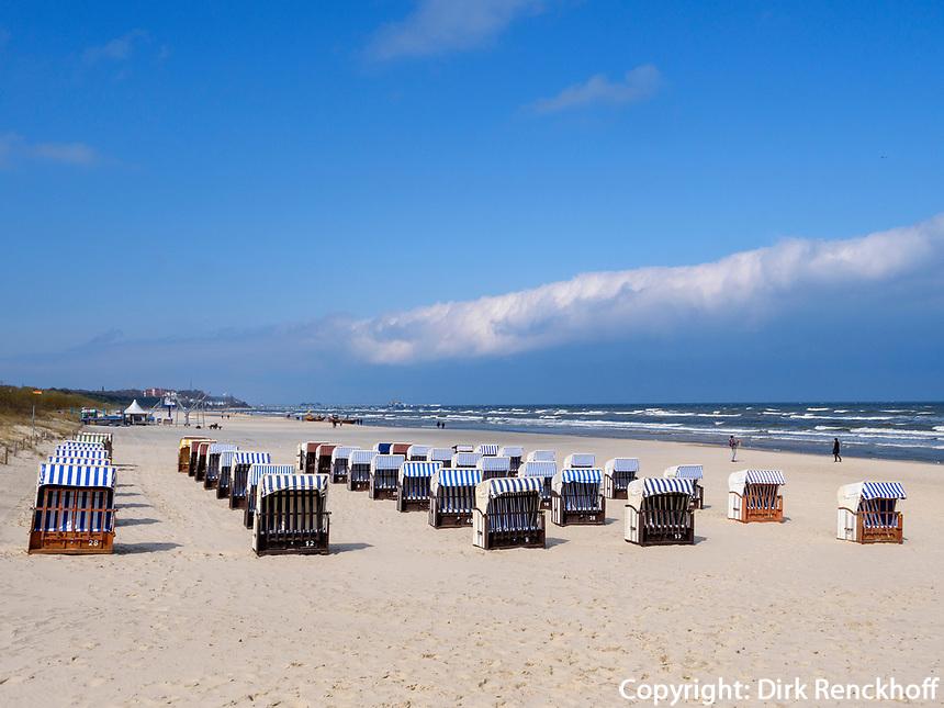 Strand von Ahlbeck auf der Insel Usedom, Mecklenburg-Vorpommern, Deutschland, Europa<br /> beach of Ahlbeck, Isle of Usedom, Mecklenburg-Hither Pomerania, Germany, Europe