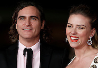 "L'attore, cantante e musicista statunitense Joaquin Phoenix posa con l'attrice, cantante e modella Scarlett Johansson, sul red carpet per la presentazione del film ""Her"" all'ottava edizione del Festival Internazionale del Film di Roma, 10 novembre 2013.<br /> U.S. actor, singer and model Joaquin Phoenix poses with actress, singer and model Scarlett Johansson, right, on the red carpet to present the movie ""Her"" during the 8th edition of the international Rome Film Festival at Rome's Auditorium, 10 November 2013.<br /> UPDATE IMAGES PRESS/Isabella Bonotto"