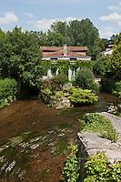 Europe/France/Aquitaine/24/Dordogne/Bourdeilles: Depuis le pont sur la Dronne vue sur le village avec son moulin