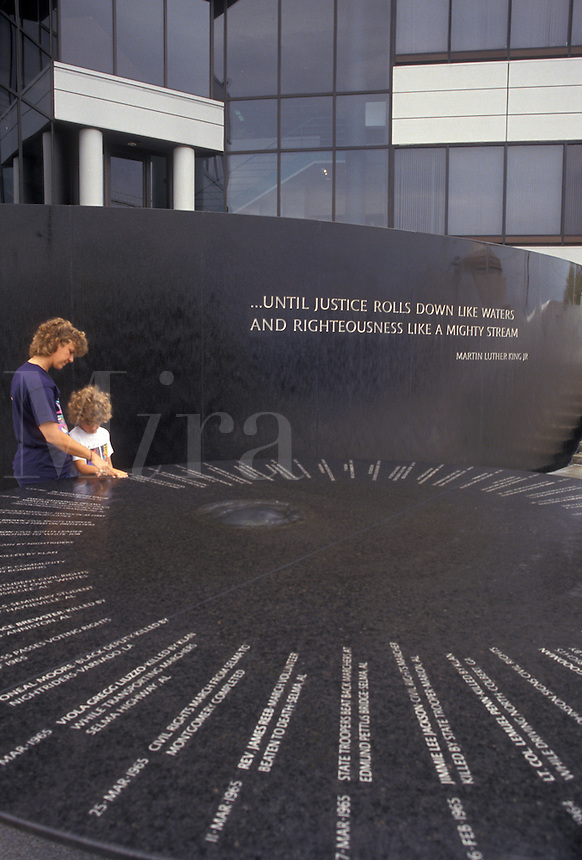 AJ3892, Montgomery, Alabama, civil rights, Mother and daughter (7 years old) looking at the inscriptions on the Civil Rights Memorial in Montgomery in the state of Alabama.