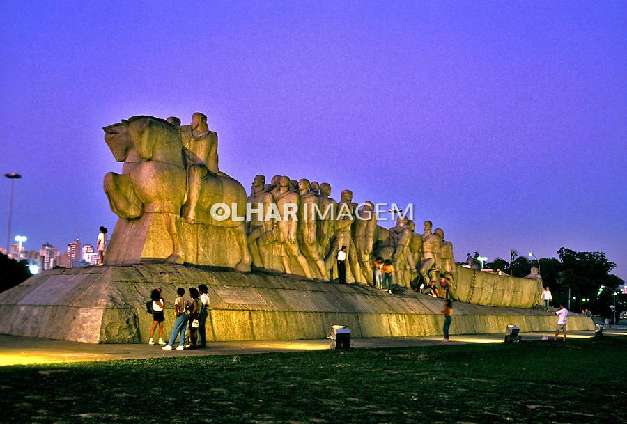 Monumento as Bendeiras no Parque do Ibirapuera. São Paulo. 1993. Foto de Juca Martins.