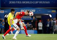 MOSCU - RUSIA, 03-07-2018: Radamel FALCAO GARCIA (Izq) jugador de Colombia disputa el balón con Jordan HENDERSON (Der) jugador de Inglaterra durante partido de octavos de final por la Copa Mundial de la FIFA Rusia 2018 jugado en el estadio del Spartak en Moscú, Rusia. / Radamel FALCAO GARCIA (L) player of Colombia fights the ball with Jordan HENDERSON (R) player of England during match of the round of 16 for the FIFA World Cup Russia 2018 played at Spartak stadium in Moscow, Russia. Photo: VizzorImage / Julian Medina / Cont