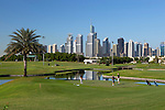 United Arab Emirates, Dubai: The Montgomerie Golf Club with Dubai skyline | Vereinigte Arabische Emirate, Dubai: der Montgomerie Golf Club vor Dubais Skyline