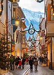 ITA, Italien, Sued-Tirol (Alto Adige), Meran: Laubengasse (Altstadt) weihnachtlich geschmueckt zur Adventszeit | ITA, Italy, Alto Adige (South Tyrol), Merano: christmas decoration at lane Laubengasse (old town)