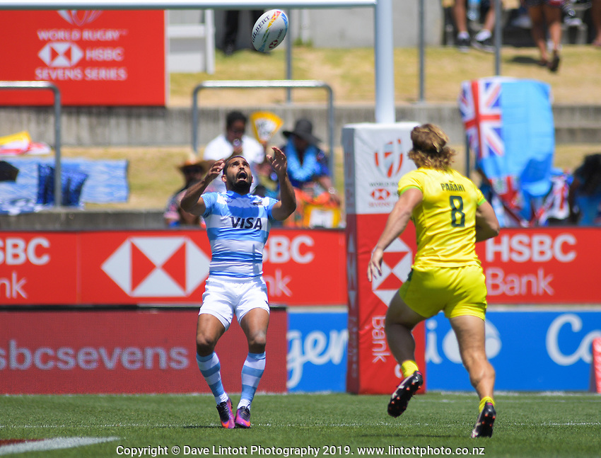 Argentina v Australia men's pool match. Day one of the 2020 HSBC World Sevens Series Hamilton at FMG Stadium in Hamilton, New Zealand on Saturday, 25 January 2020. Photo: Dave Lintott / lintottphoto.co.nz