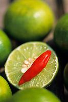 Asie/Thaïlande/Petchabun : Piments et citrons verts bases des sauces tha