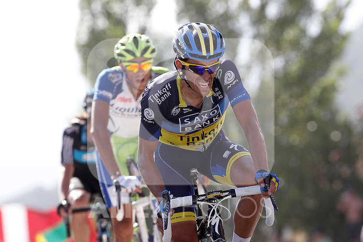 Alberto Contador hurts right leg on arrival during the stage of La Vuelta 2012 between Tarazona and Jaca.August 23,2012. (ALTERPHOTOS/Acero)