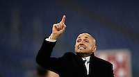 Calcio, Serie A: Roma vs ChievoVerona. Roma, stadio Olimpico, 22 settembre 2016.<br /> Roma's coach Luciano Spalletti greets fans at the end of the Italian Serie A football match between Roma and Chievo Verona, at Rome's Olympic stadium, 22 December 2016. Roma won 3-1.<br /> UPDATE IMAGES PRESS/Isabella Bonotto