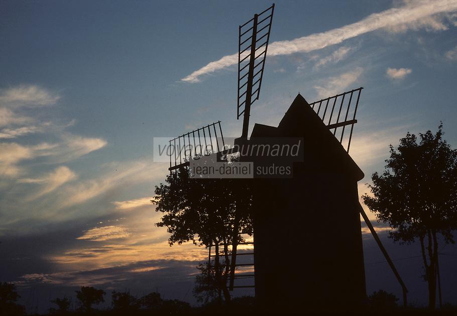 Europe/France/Midi-Pyrénées/46/Lot: Moulin de Lamothe au soleil levant