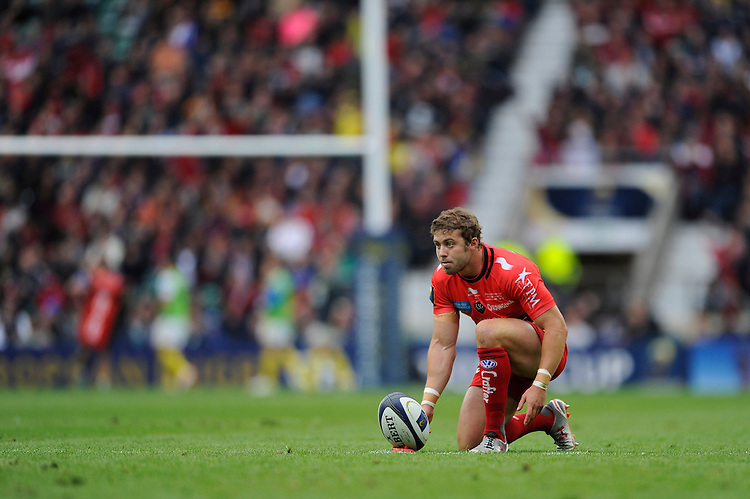 Leigh Halfpenny of RC Toulon takes a penalty kick