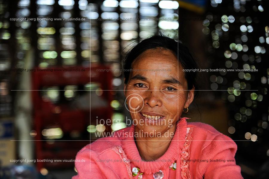 LAO PDR, province Oudomxay , village Houyta, ethnic group Khmu, woman in hut / LAOS Provinz Oudomxay Dorf Houyta , Ethnie Khmu , Frau Yi in ihrer Huette