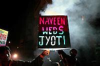 07.12.2008 Delhi(Haryana)<br /> <br /> Men showing the lighted sign when the groom is arriving.<br /> <br /> Hommes montrant le pannneau lumineux quand le marié arrive.