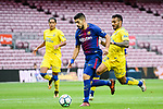 Luis Alberto Suarez Diaz of FC Barcelona (C) fights for the ball with Ximo Navarro Jimenez (R) of UD Las Palmas  during the La Liga 2017-18 match between FC Barcelona and Las Palmas at Camp Nou on 01 October 2017 in Barcelona, Spain. (Photo by Vicens Gimenez / Power Sport Images