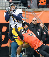 Michael Calvin of California catches a ball from Brock Mansion during the game against Oregon State at Reser Stadium in Corvallis, Oregon on October 30th, 2010.   Oregon State defeated California, 35-7.