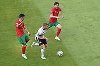 Toni Kroos (Deutschland Germany) setzt sich durch<br /> - Muenchen 19.06.2021: Deutschland vs. Portugal, Allianz Arena Muenchen, Euro2020, emonline, emspor, <br /> <br /> Foto: Marc Schueler/Sportpics.de<br /> Nur für journalistische Zwecke. Only for editorial use. (DFL/DFB REGULATIONS PROHIBIT ANY USE OF PHOTOGRAPHS as IMAGE SEQUENCES and/or QUASI-VIDEO)