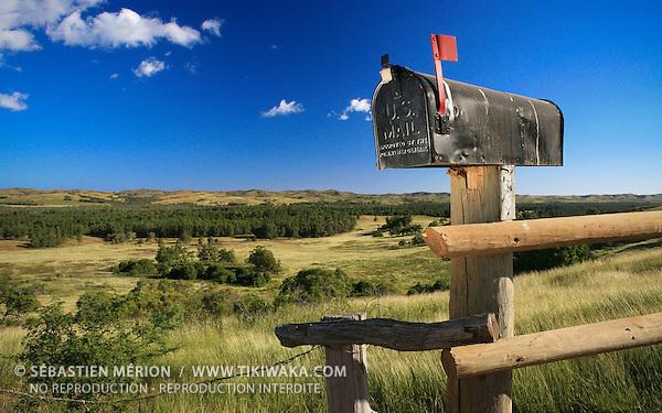 Boîte aux lettres américaine à l'entrée d'une station d'élevage, région de Poya, paysage de la côte ouest, Nouvelle-Calédonie