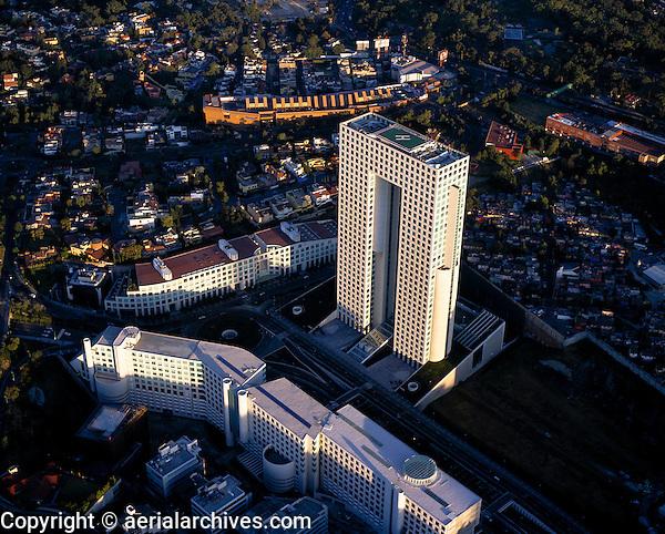 aerial photograph of Arcos Bosques tower, El Pantalón, Interlomas, Mexico City | fotografía aérea de la torre de Arcos Bosques, El Pantalón, Interlomas, Ciudad de México