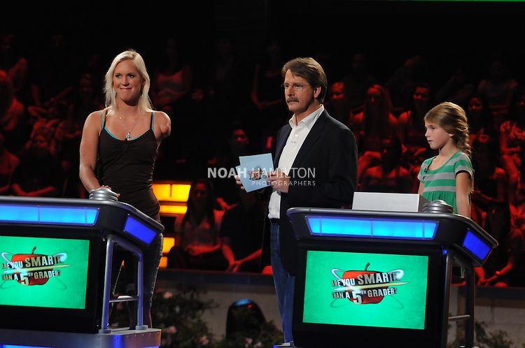 ARE YOU SMARTER THAN A 5th GRADER?: Shark attack survivor Bethany Hamilton (L) is a contestant on ARE YOU SMARTER THAN A 5th GRADER? airing Friday, Aug. 7 (8:00-9:00 PM ET/PT) on FOX. Also pictured: Jeff Foxworthy (C) and Francesca (R) ©2009 FOX Broadcasting Co. CR: Mike Yarish/FOX