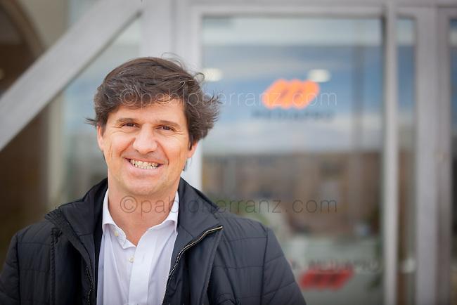 """Sesión de fotos con Ignacio Arrola de """"Mediapro"""" en sus oficinas de Madrid, para Mother Tongue/Google."""