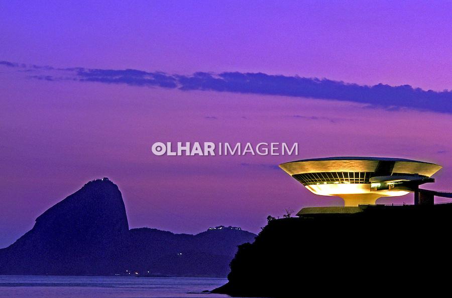 Museu de Arte Contemporânea. Niterói. Rio de Janeiro. 1999. Foto de Renata Mello.