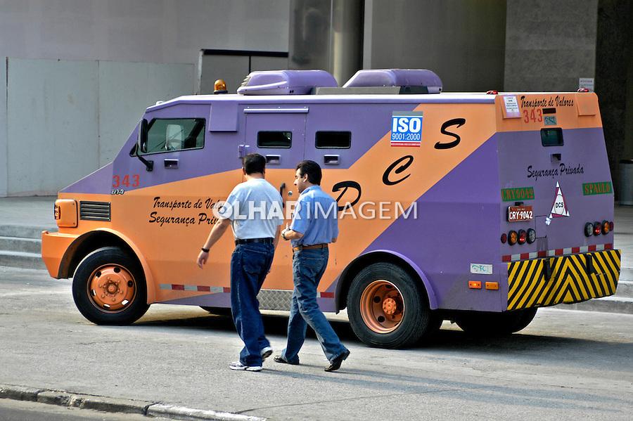 Veículo de transporte de valores. Carro Forte. SP. Foto de Juca Martins.