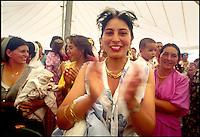 zingari rom, religione protestante evangelista, durante un incontro tra i gruppi provenienti da diversi paesi europei