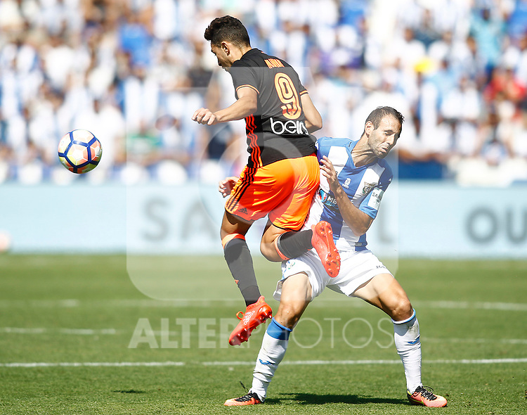 CD Leganes' Victor Diaz (r) and Valencia CF's Munir El Haddadi during La Liga match. September 25,2016. (ALTERPHOTOS/Acero)
