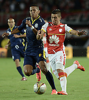 BOGOTÁ -COLOMBIA, 21-03-2015. Dario Rodriguez (Der.) jugador de Independiente Santa Fe disputa el balón con James Sanchez (Izq.) jugador de Uniautonoma, durante partido por la fecha  11 entre Independiente Santa Fe y Uniautonoma de la Liga Aguila I-2015, en el estadio Nemesio Camacho El Campin de la ciudad de Bogota. / Dario Rodriguez (R) player of Independiente Santa Fe struggles for the ball with James Sanchez (L) player of Uniautonoma, during a match of the 11 date between Independiente Santa Fe and Uniautonoma for the Liga Aguila I -2015 at the Nemesio Camacho El Campin Stadium in Bogota city. Photo: VizzorImage/ Gabriel Aponte / Staff