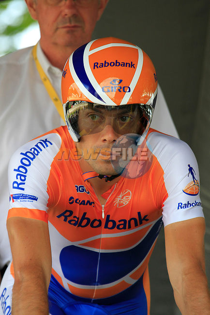 Oscar Freire (ESP) Rabobank on the start of Stage 19 of the 2010 Tour de France an individual time trial running 52km from Bordeaux to Pauillac, France. 24th July 2010.<br /> (Photo by Eoin Clarke/NEWSFILE).<br /> All photos usage must carry mandatory copyright credit (© NEWSFILE | Eoin Clarke)