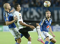 BOGOTA - COLOMBIA -15 -04-2015: Andres Cadavid (Izq) jugador de Millonarios disputa el balón con Deivy Balanta (Der) jugador de Alianza Petrolera durante partido por la fecha 15 de la Liga Águila I 2015 jugado en el estadio Nemesio Camacho El Campín de la ciudad de Bogotá./ Andres Cadavid (L) player of Millonarios fights for the ball with Deivy Balanta (R) player of Alianza Petrolera during the match for the 15th date of the Aguila League I 2015 played at Nemesio Camacho El Campin stadium in Bogotá city. Photo: VizzorImage / Gabriel Aponte / Staff.