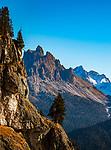 Italien, Suedtirol (Trentino - Alto Adige), Naturpark Fanes-Sennes-Prags: auf dem Dolomiten Hoehenweg Nr. 3 vom Hochplateau Plaetzwiesen zum Strudelkopf mit Blick auf die Cristallogruppe (links) und die Dolomiti d'<br /> Ampezzo | Italy, South Tyrol (Trentino - Alto Adige), Fanes-Sennes-Prags Nature Park: on Dolomiti Alta Via No. 3 above High Plateau Plaetzwiesen with view to Cristallo Group mountains to the left and Dolomiti d'Ampezzo (right)
