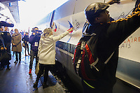 VALERIE TRIERWEILER - LANCEMENT DE LA CAMPAGNE 'VACANCES POUR TOUS 2016' DU SECOURS POPULAIRE A LA GARE MONTPARNASSE A PARIS - A L'OCCASION LES ENFANTS DU SECOURS POPULAIRE EMBARQUENT DANS UN TGV POUR UN SEJOUR A L'ILE DE RE