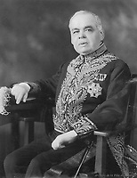 Lomer Gouin : <br /> Avocat, homme politique, premier ministre de la province de QuŽbec de 1905 ˆ 1920 et lieutenant-gouverneur de la province de QuŽbec en 1929, nŽ le 19 mars 1861 ˆ Grondines, fils de Joseph-NŽrŽe Gouin, mŽdecin, et de SŽraphine Fugre;
