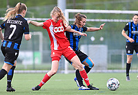 Lisa Petry (21) of Standard  pictured fighting for the ball with Jody Vangheluwe (22) of Club Brugge during a female soccer game between Club Brugge Dames YLA and Standard Femine de Liege on the seventh matchday in Play-Off 1 of the 2020 - 2021 season of Belgian Scooore Womens Super League , saturday 15 May 2021  in Brugge , Belgium . PHOTO SPORTPIX.BE | SPP | DAVID CATRY