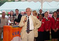 06-06-10, Tennis, Den Haag, Playoffs Eredivisie, de voorzitter van Leimonias spreekt een dankwoord uit