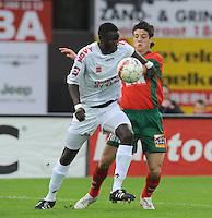 SV Zulte-Waregem - KV Kortrijk..Cheikou Kouyaté aan de bal voor Steve Colpaert..foto David Catry /VDB