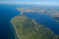 """Halbinsel  Wustrow:EUROPA, DEUTSCHLAND, MECKLENBURG- VORPOMMERN 29.06.2005 Halbinsel Wustrow Nordteil . Naturschutzgebiet Gemäß Landesverordnung vom 13. Januar 1997 umfasst das Schutzgebiet den größten Teil (etwa zwei Drittel, ca. 670 ha) der Halbinsel Wustrow, einen Teil des Salzhaffs rechts  (300 ha) bis zur Wassertiefe von 2,5 m, die Wasserfläche der Kroy (300 ha), sowie Flachwasserbereiche der Ostsee bis zur 5 m-Wasserlinie! (590 ha). Es beginnt 4 km südwestlich des Ostseebades Rerik und liegt im Nordosten des Europäischen Vogelschutzgebietes """"Küstenlandschaft Wismar-Bucht"""" mit dem Naturschutzgebiet Insel Langenwerder. Die Gesamtgröße des NSG beträgt 1940 ha.  .Die Halbinsel Wustrow blieb durch die militärische Nutzung (Bildmitte) von anderen, heute raumgreifend vorhandenen Landschaftsveränderungen wie Eutrophierung, Küstenverbau und intensiver touristischer Nutzung verschont. Hervorzuheben ist die nahezu vollständig erhalten gebliebene ungestörte Küstendynamik im Übergangsbereich zwischen Ostsee, Festland und Haff.  Blickrichtung von Sued nach Nord . Ostsee, Meer, Wasser.Luftaufnahme, Luftbild,  Luftansicht."""