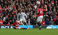 Pictured: (L-R) Jonathan de Guzman, Michael Carrick.<br />