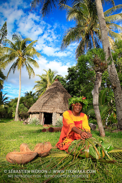 Femme kunié préparant le bougna, Ile des Pins, Nouvelle-Calédonie