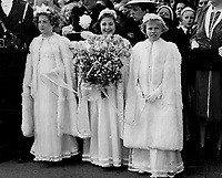 La visite du Roi George VI au Canada en 1939.<br /> <br /> <br /> <br /> <br /> <br /> La visite du Roi George VI au Canada en 1939.<br /> <br /> <br /> <br /> <br /> <br /> Three kittle white-clad maids were so excited they almost forgot to hand the Queen this lovely bouquet when the great moment came; in Quebec's Battlefield park. They are Paule Delage; Margaret Stobo; and Emilie Fitzpatrick.<br /> <br /> <br /> [unknown]<br /> Picture, 1939, <br /> <br /> PHOTO : Toronto Star Archives - AQP