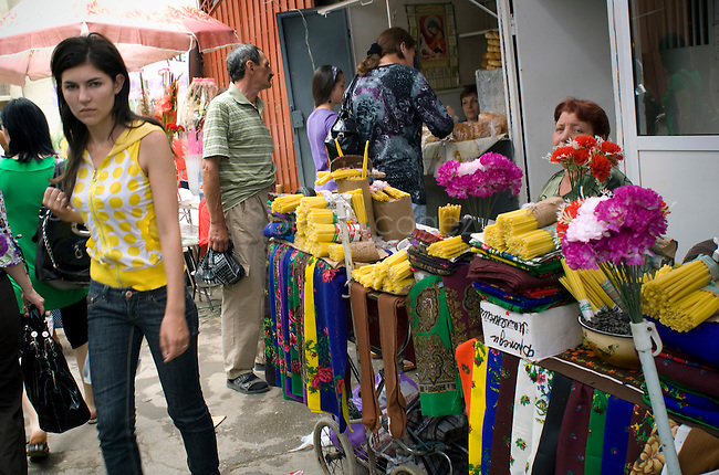 REPUBLIC OF MOLDOVA, Gagauzia, Comrat, 2009/06/26..Comrat comes alive in the morning with the opening of the bazaar..© Bruno Cogez..REPUBLIQUE MOLDAVE, Gagaouzie, Comrat, 26/06/2009..Comrat s'anime le matin avec l'ouverture du bazar. .© Bruno Cogez