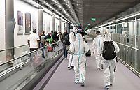 FRANCE, Paris, airport, chinese traveller with protection wear during Corona Pandemic time on transit to China / FRANKREICH, Paris, Flughafen, Chinesische Reisende in Schutzkleidung auf Transit nach China während der Corona Pandemie